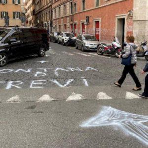 Roma, indicazioni sbagliate per arrivare alla Fontana di Trevi: indaga la polizia