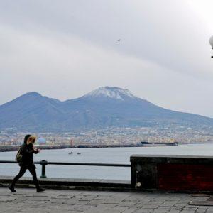 Maltempo: neve sul Vesuvio e sui Castelli romani, vento forte dall'Alto Adige alla Puglia, scuole chiuse in Irpinia