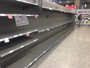 """Coronavirus, italiana cacciata da un supermercato a Londra: """"Avete infettato l'Europa"""""""