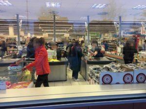Coronavirus, ad Albignasego non si rispetta la distanza di sicurezza in un supermercato. La denuncia di Federcontribuenti