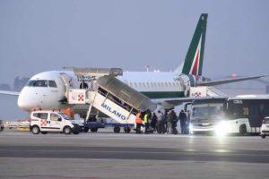 Coronavirus Milano, Alitalia da lunedì 9 marzo sospende i voli di Malpensa e riduce quelli di Linate