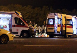Roma, auto si ribalta al ritorno dal pub: morte due ragazze di 16 e 19 anni
