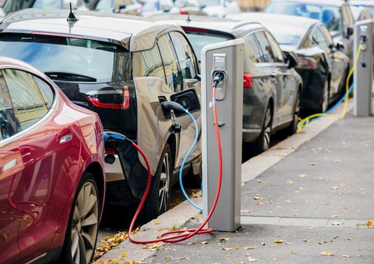 Le aziende automobilistiche puntano sulle auto elettriche per il dopo coronavirus