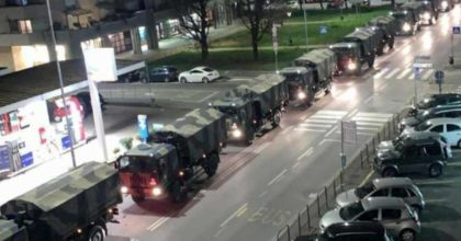 Coronavirus, l'esercito porta via le bare da Bergamo. La FOTO choc