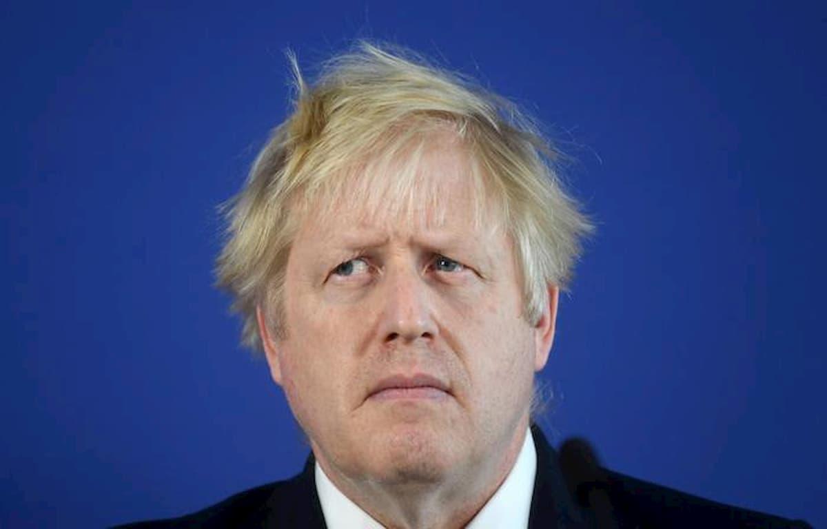 Boris Johnson positivo al coronavirus: sintomi lievi, è in auto-isolamento
