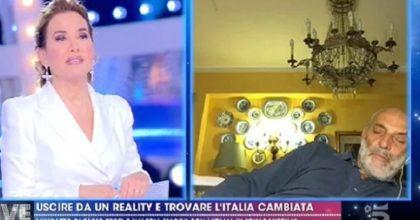 Live Non è la D'Urso, Paolo Brosio si addormenta in diretta FOTO