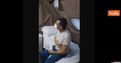 Coronavirus, la festa di compleanno nell'ospedale da campo dell'Esercito VIDEO