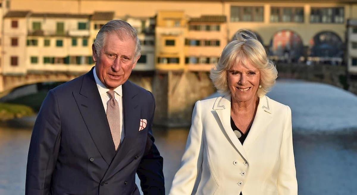 """Il Principe Carlo positivo al coronavirus, Camilla """"è preoccupata"""" per la salute del marito"""