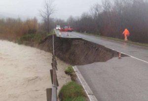 Ponte Paglia crolla in provincia di Siena: era chiuso dal 2014