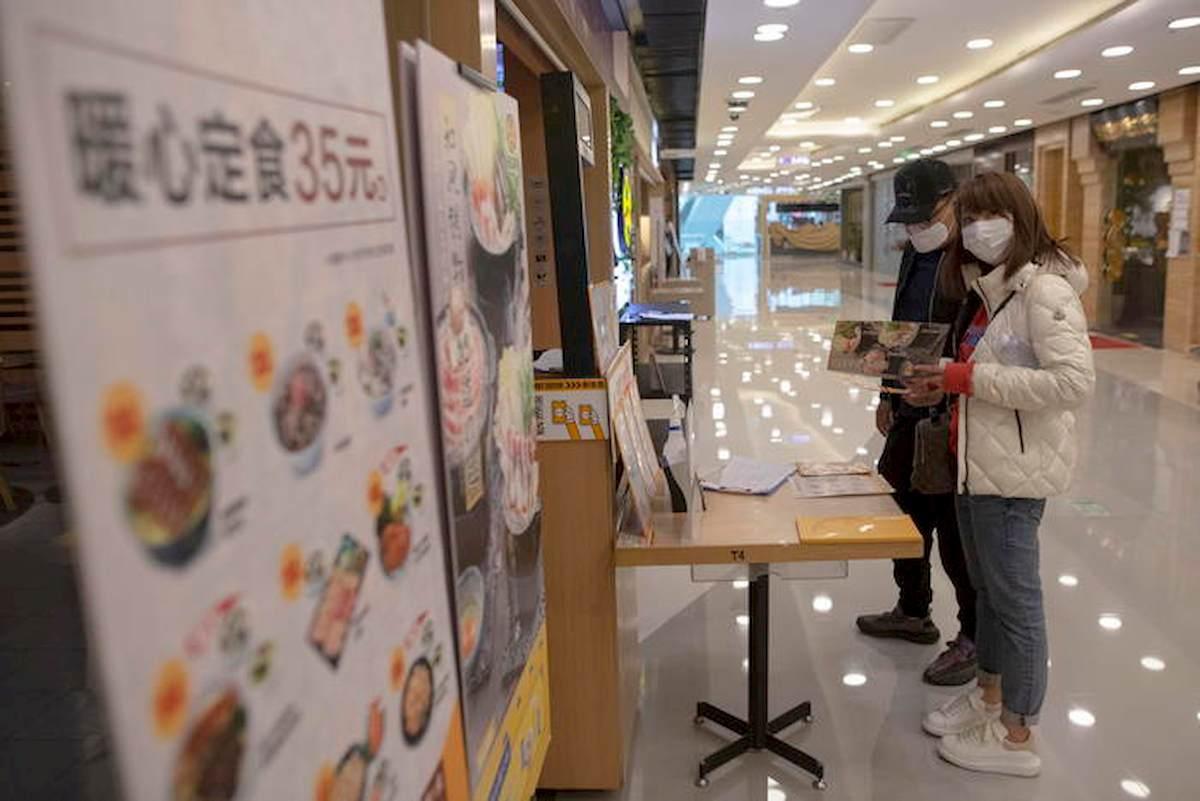 Coronavirus, focolaio Cina, la ricaduta: 6 casi su 10 asintomatici, non registrati. E i visti sono revocati