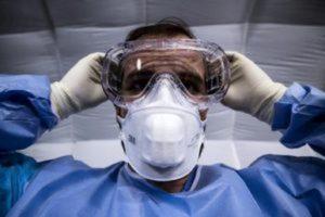 Coronavirus, mancano mascherine: laboratori in carcere riconvertiti per produrle. La proposta