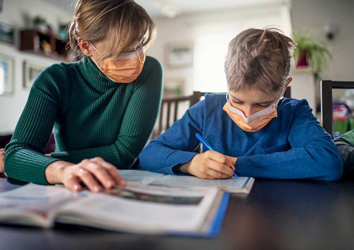 """Coronavirus, il pediatra Alberto Plazza: """"Ecco perché i bambini si ammalano meno"""""""