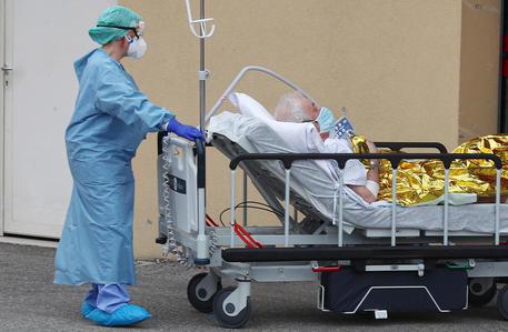 """Coronavirus, cellulari tracciati per evitare gli spostamenti? Zaia: """"Ottima soluzione"""""""