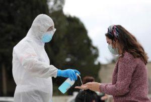Coronavirus, prezzi gel disinfettanti bloccati. Il decreto in Francia
