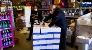 Coronavirus, vendevano mascherine con un rincaro del 6000%: 30mila sequestri a Bari
