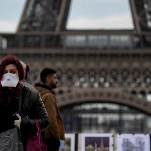 """Francia, voto surreale nelle città. Più della metà a casa: premiati il """"vecchio"""" e i Verdi"""