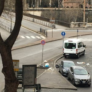 Coronavirus a Roma, strade deserte e Ponte Palatino vuoto