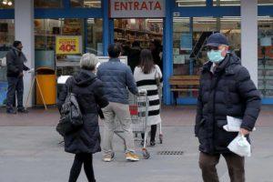 Coronavirus, quali sono gli alimenti più comprati dagli italiani: pasta, farina, riso e carne in scatola