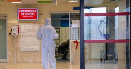 Portogallo chiude i voli dall'Italia, Londra cerca cavie umane: chi tardi arriva...