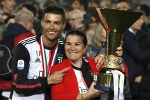 Cristiano Ronaldo, la madre ricoverata d'urgenza per un ictus
