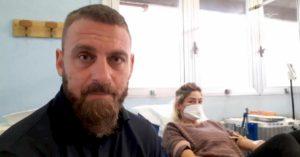 """Coronavirus, De Rossi e Felberbaum donano sangue a Roma. Zingaretti: """"Grazie"""""""