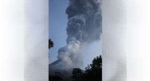 Vulcano Merapi erutta in Indonesia: colonna di cenere alta 6 km