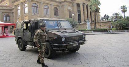"""Coronavirus, esercito in strada. Il generale Bertolini: """"I militari possono fermare, identificare e perquisire"""""""