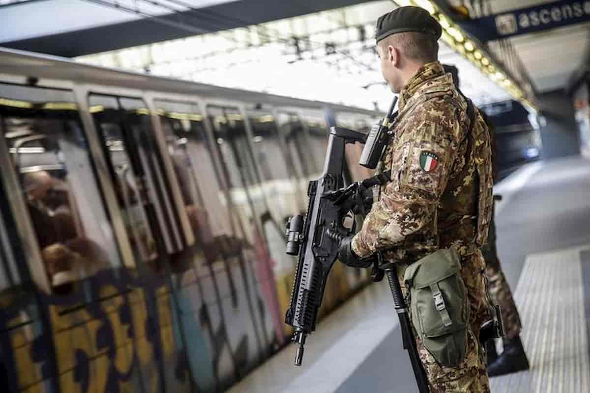 """Coronavirus Italia, Esercito per strada. Parla il militare: """"Non abbiate paura, siamo con voi, non contro di voi"""""""