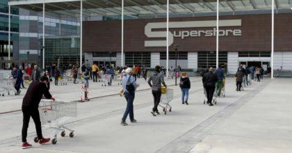 Coronavirus, Esselunga cambia orari: supermercati chiusi alle 20, la domenica alle 15