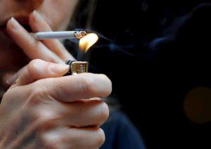 Coronavirus, l'Iss: nei fumatori il rischio di terapia intensiva è più del doppio