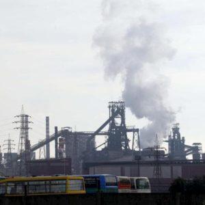 Ilva, l'accordo salva gli impianti e annulla le cause. Ma già da dicembre Mittal può andarsene quando vuole