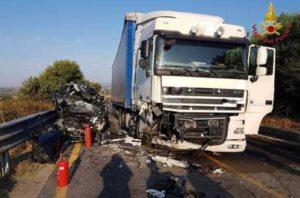 Incidente A1, morto un camionista all'altezza di Fiorenzuola d'Arda (Piacenza)