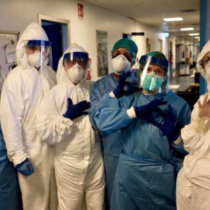 Coronavirus, tre piste per curarlo subito: plasma dai guariti, clorichina, anticorpi Sars