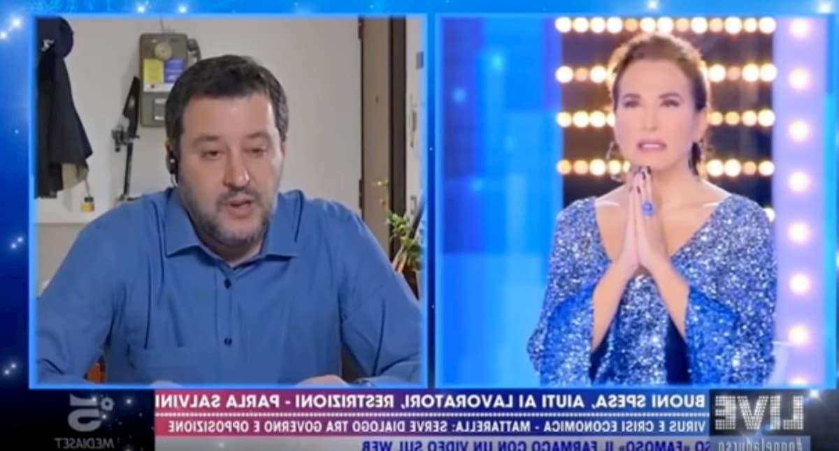 Salvini e Barbara D'Urso recitano l'Eterno Riposo per i morti di coronavirus VIDEO