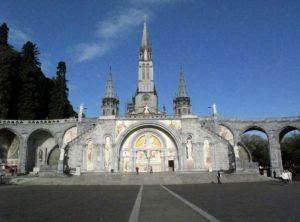 Coronavirus chiude anche Lourdes. Prima volta per il santuario della Madonna