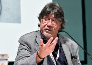 Coronavirus, Luis Sepúlveda è in coma con la respirazione assistita