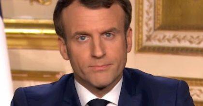 """Coronavirus, Macron chiude i francesi come in Italia: """"Siamo in guerra, ma vinceremo"""". E rinvia le riforme"""