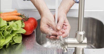 Coronavirus, lavarsi le mani per evitare il contagio: il decalogo dei dermatologi
