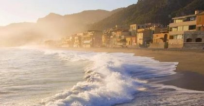 Coronavirus a Genova, vietato nuotare in mare, quando la paura supera il buonsenso