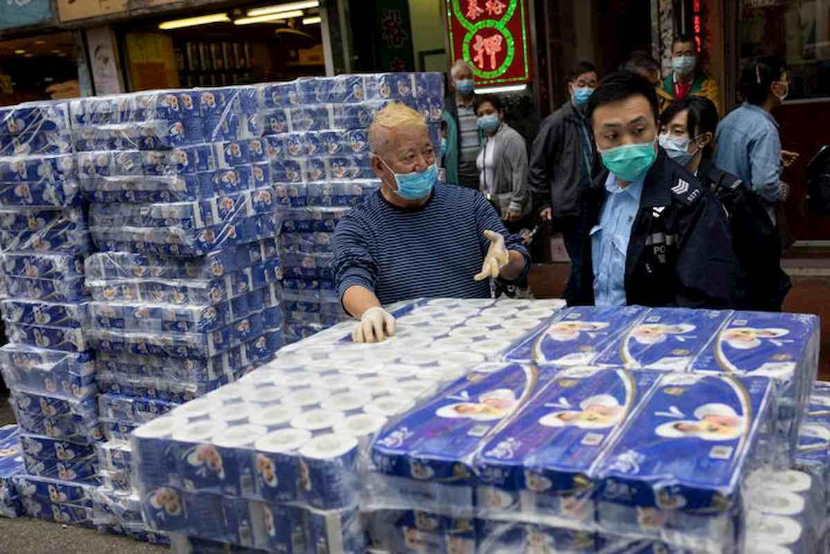 Coronavirus ha reso mascherine e carta igienica i beni più preziosi al mondo. E un cinese miliardario