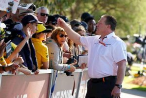Coronavirus, McLaren si ritira dal Gp Australia: un membro della scuderia è positivo