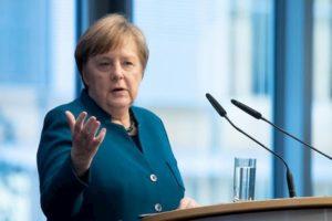 """Coronavirus, Merkel: """"Tra il 60 e il 70% di chi vive in Germania si infetterà"""""""