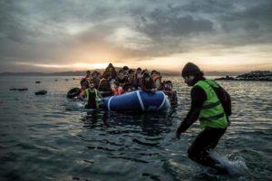 Migranti, bimbo muore durante tentativo di sbarco a Lesbo. Dopo che la Turchia ha aperto i confini