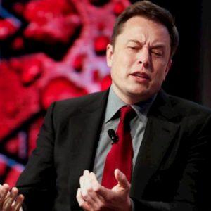 """Elon Musk: """"Panico da coronavirus è stupido"""". Ritwitta Burioni: """"Babbeo"""""""