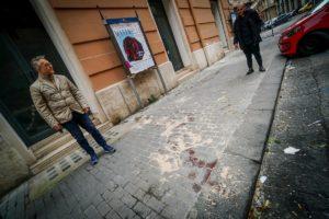 """Napoli, il padre di Ugo Russo: """"E' stata un'esecuzione"""". Il carabiniere: """"Ho solo difeso me e la mia fidanzata"""""""