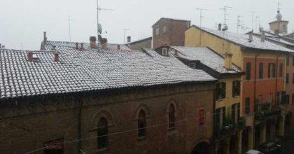Maltempo: Eolie isolate, neve su Bologna e il Vesuvio, Liguria sotto zero
