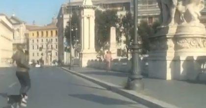 """Coronavirus, uomo senza vestiti in giro per Roma. Nancy Brilli: """"Non ho capito il gesto"""""""