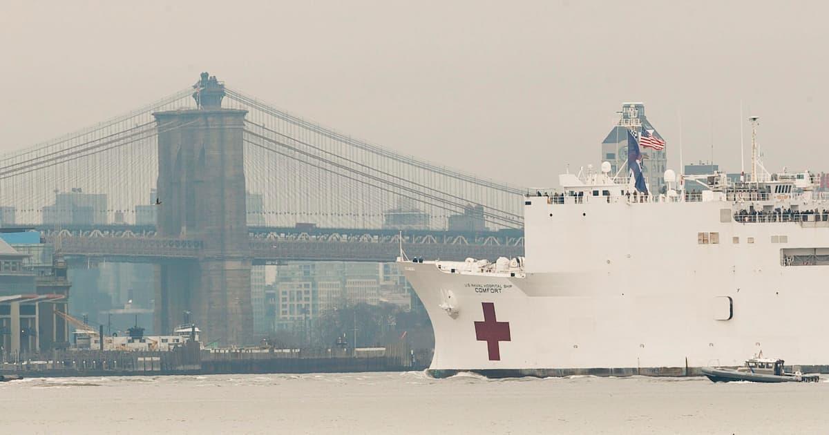 Coronavirus negli Usa, a New York arrivata la nave-ospedale militare Usns Comfort VIDEO