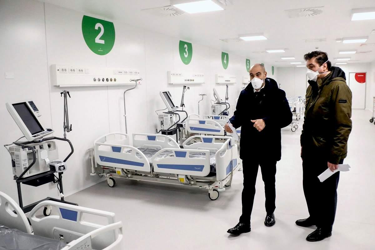 Coronavirus Milano, assembramento a inaugurazione ospedale Fiera