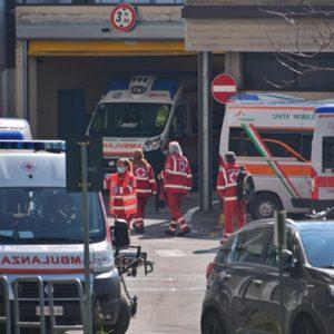"""Coronavirus, il rianimatore di Bergamo: """"L'età dei pazienti diminuisce. Sempre più uomini di 40 anni"""""""